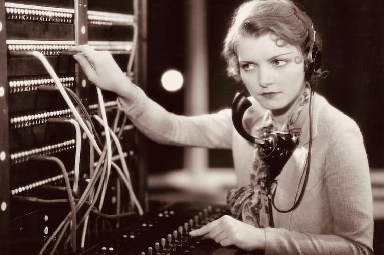 Digitale omstillingssystemer trækker i høj grad på samme logik som det klassiske, analoge omstillingsbord